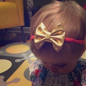 Other - Beautiful gold bow with peach headband
